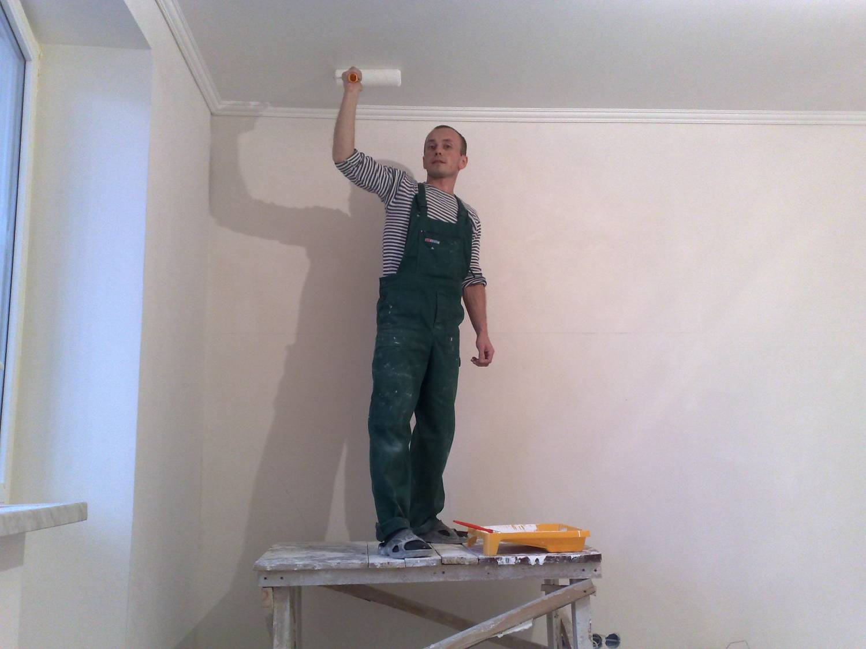 Покраска потолка своими руками видео фото